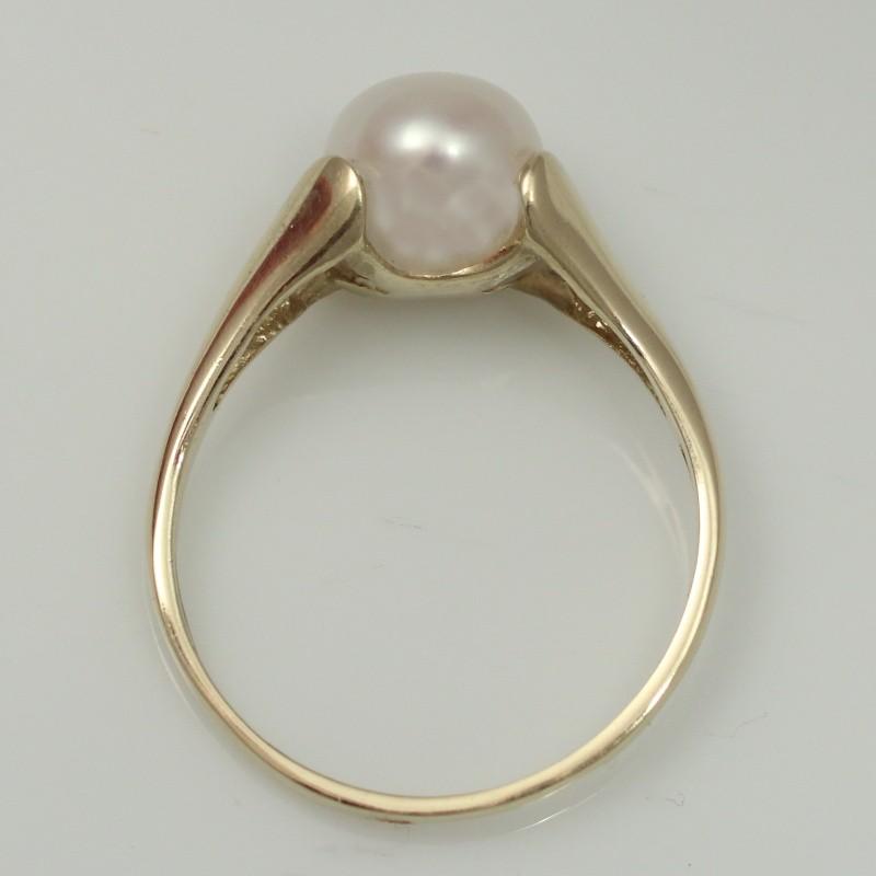 08098d604 Zlatý prsten s perlou.
